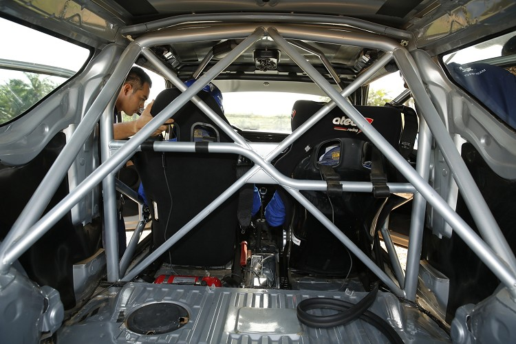 Citroen DS3 R1大多數的機械部件還是保持原廠結構,車內安全防滾籠不可少!