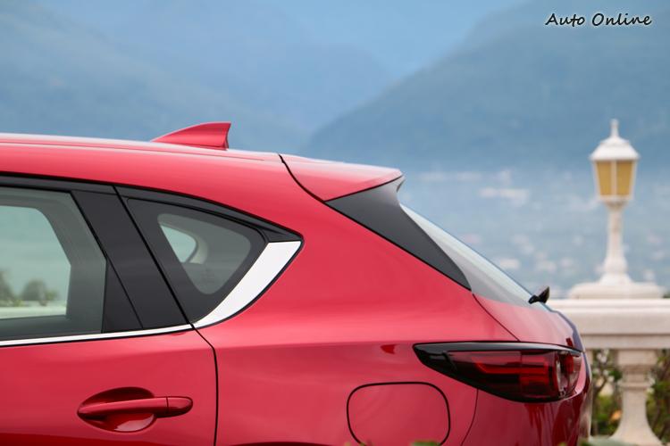 全車的基本構型和前代極為相似,只在細節進行調整。