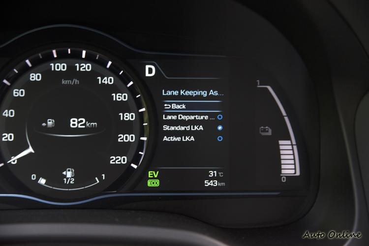 車道偏移警示系統可選擇僅警告、方向盤震動警告或介入轉向修正。