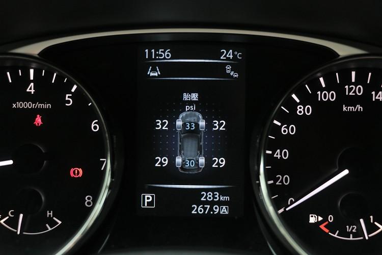 四輪獨立胎壓顯示,駕駛者能隨時清楚了解輪胎狀況。
