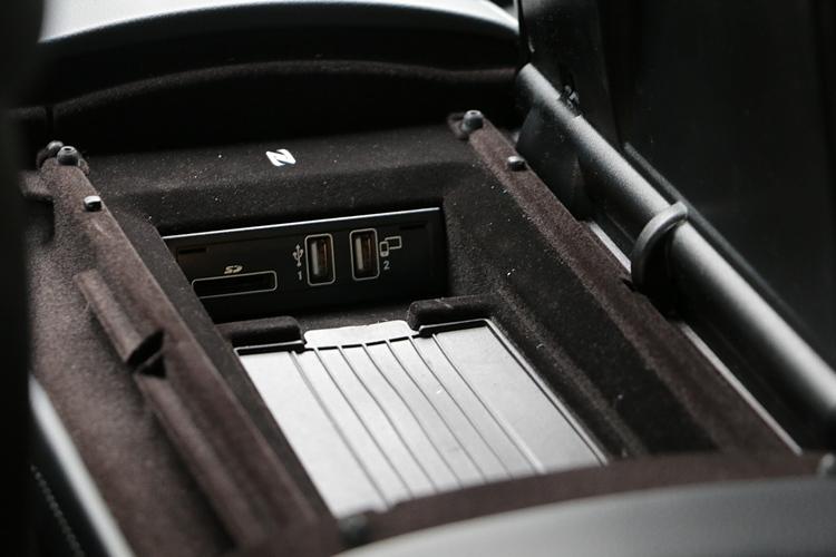 符合時下手機潮流的無線充電座,已經成為 S-Class 全車系的標準配備。