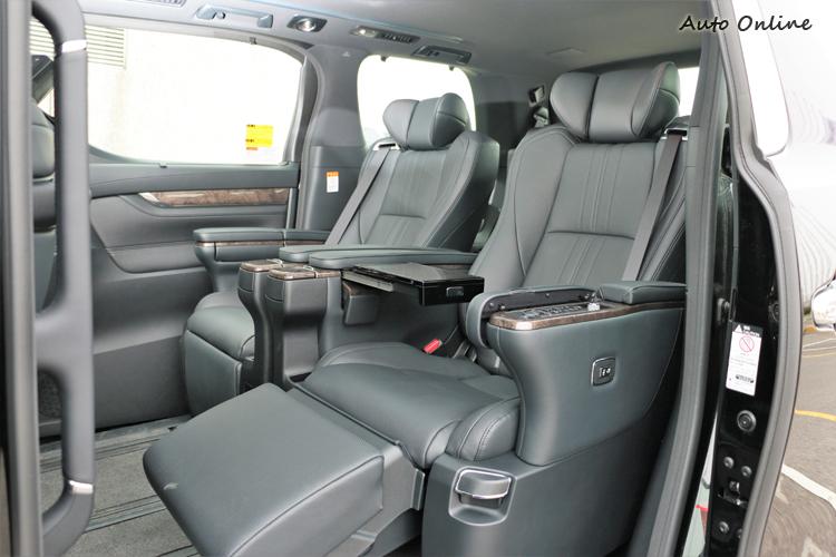 第二排座椅為頭等艙級Ottoman大型座椅立體化延伸設計,提供絕佳支撐力和乘坐舒適度。