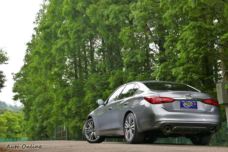 原廠收到消費者心聲,特別在Q50旗艦款與Q50 Hybrid Blue S中間安插了Q50 Silver S版本。
