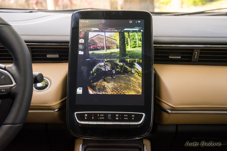 行車AR影像讓駕駛者更好地掌握車輛四周狀況。