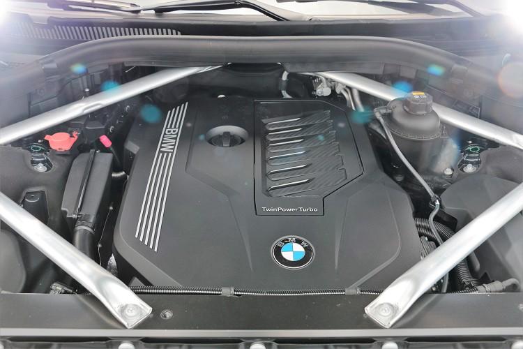 台灣販售的X7車型只有單一動力規格,搭載的是原廠代號B58的3.0升6缸渦輪增壓汽油引擎。
