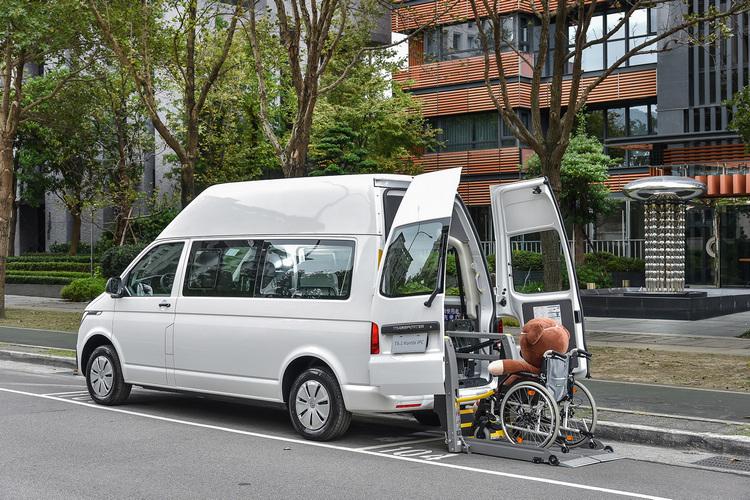 T6.1 Combi充分利用空間及改裝優勢,適合作為載送行動不便者的交通工具。