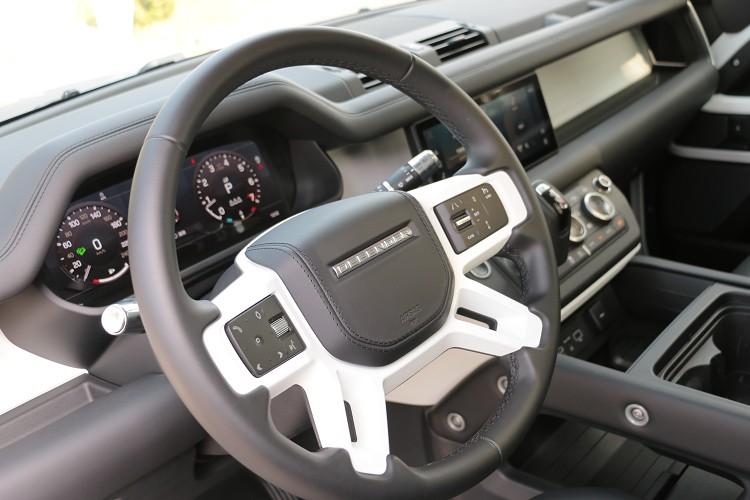 方向盤右方有ACC主動定速含車流排隊輔助功能按鍵,經典與科技完美融合。