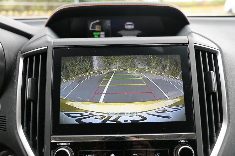新年式針對2.0i-S與2.0i-S EyeSight等車型之上新增兩組駕駛座記憶功能、倒車後視鏡連動系統,可在排入 R 檔時同步作動。