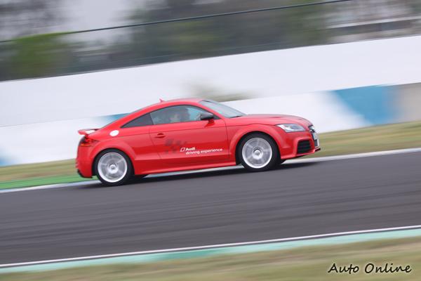 這台TT RS經過原廠的調校之下馬力與極速都比一般版的TT RS還要高上一些。