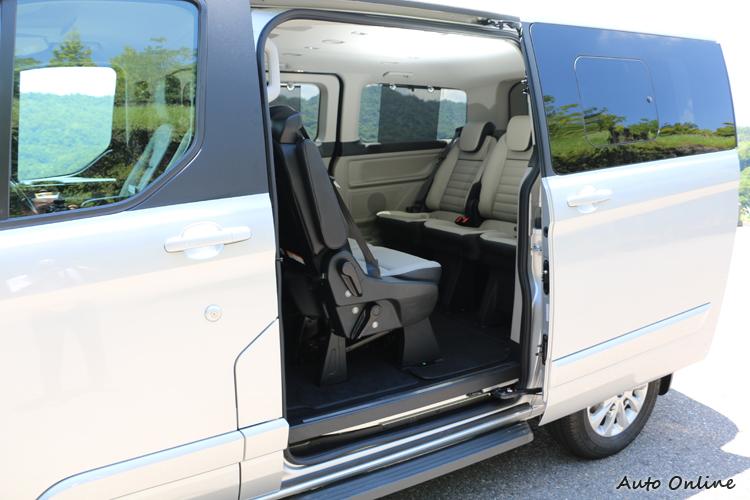 車系全面標配雙側滑門的作法,對於有意購入作為家族共同出遊的買家會是一大誘因。