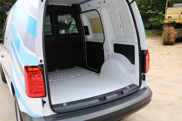 後廂是完全封閉的設計,不過買家也可以選配增加右車窗。