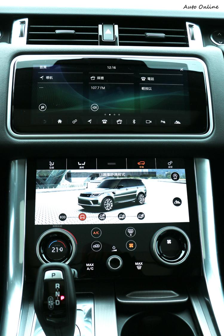 中控台部分為Touch Pro Duo 資訊娛樂系統,上下兩個都為10吋液晶螢幕。