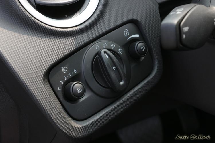 Fiesta頭燈有自動啟閉功能。