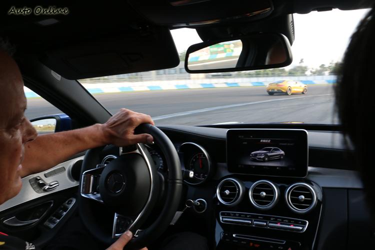 駕駛E 63的教練跑出和GT S完全不一樣的路線,速度卻一樣快。