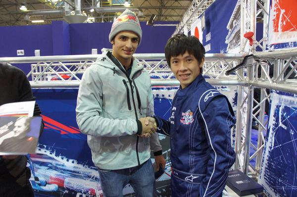 現場每位車手都有分派到一位指導教練,羅俊耀的指導教練是Carlos Sainz JR。