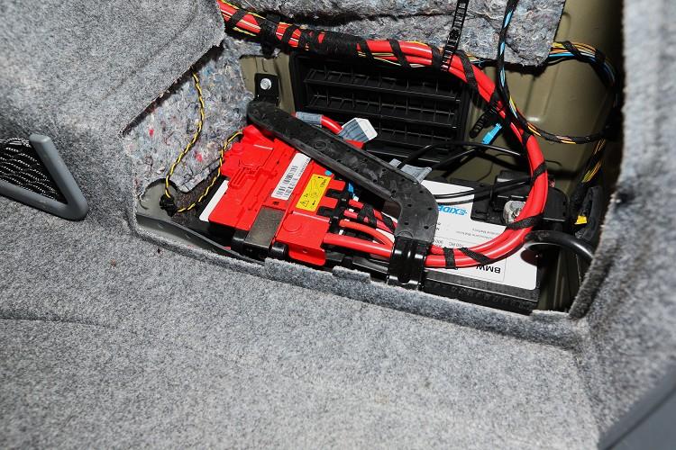 如雙B等歐系車電瓶有多重保護裝置,安裝時還是交由專業技師才有保障。
