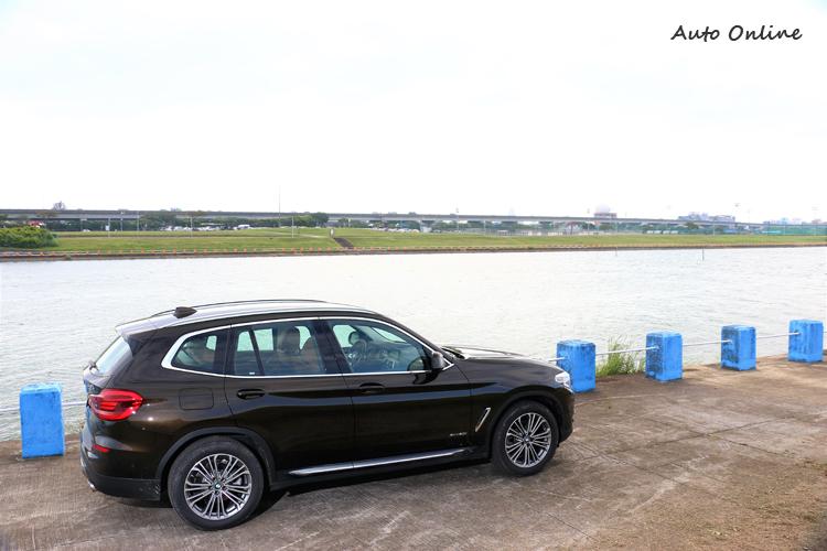輕量化程度與前一代車型相比,減輕多達55kg為1715kg。
