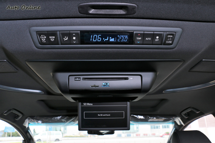 後座有專屬冷氣空調、影音系統等配備。