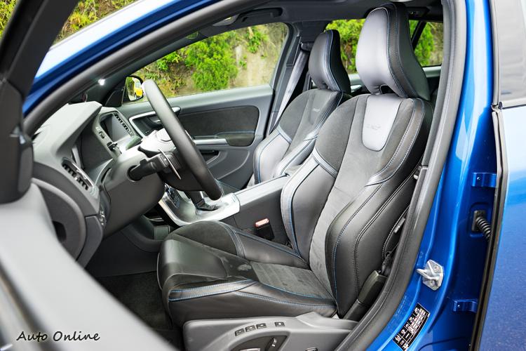 灰色Nuback皮革搭配藍色縫線的專屬跑車座椅。