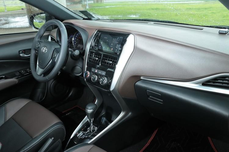 全車當然只有硬塑料,卻能藉由壓紋處理帶來類似皮革的視覺質感。