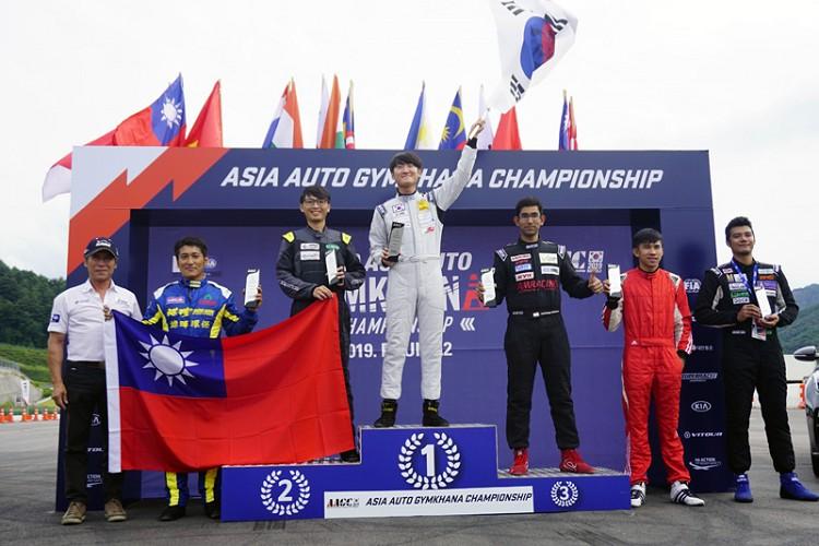 《測時排位賽,林君達獲得第2名(左3),王昱勝獲得第4名(左2)》