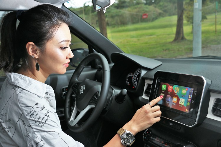 藉由中控台上方標準配備全彩觸控螢幕,支援Apple CarPlay及Android Auto影音娛樂系統,迅速的將車與手機連結帶來生活便利。