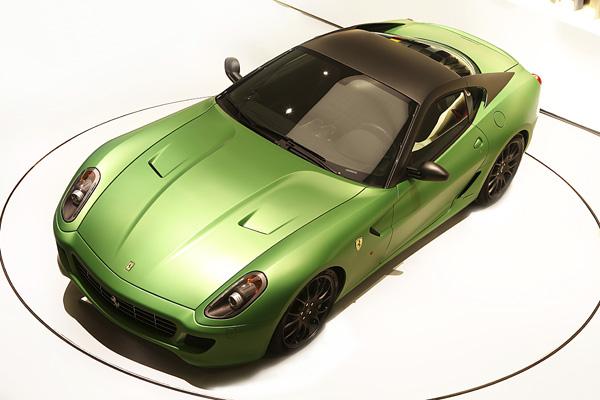Hybrid當道勢不可檔,連跑車專業廠FERRARI也不免俗地在2010年的日內瓦車展中推出一款以599為基礎的HY-KERS混合動力實驗車。