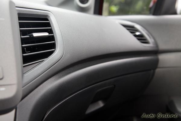 Civic是國產房車中少數沒有在車室內裝上飾板的車。