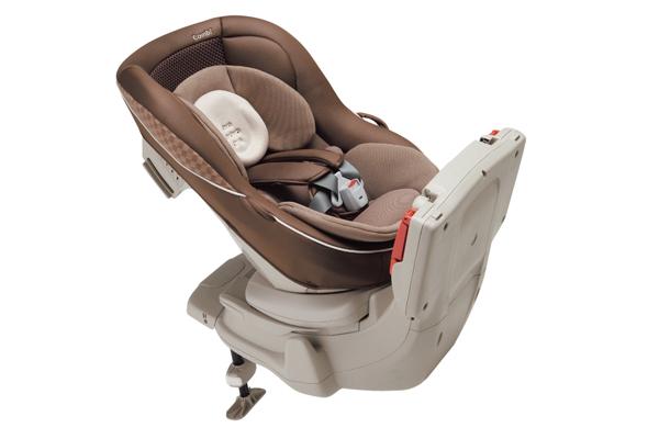 同樣在0~4歲的級距上Combi則推出坐臥式安全座椅。