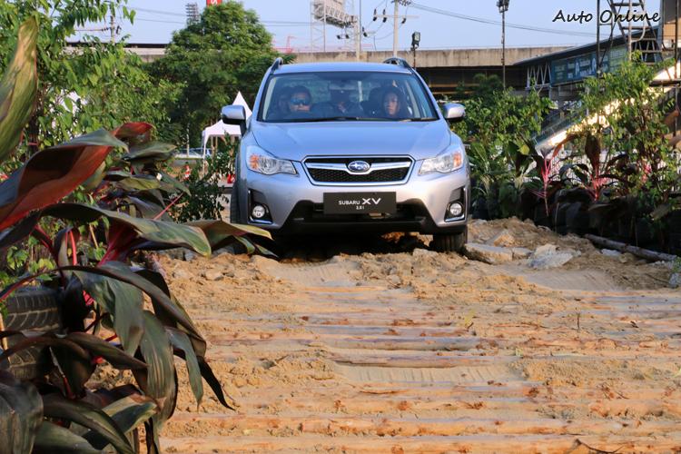 四種地形都難不倒它,輪胎打滑聽到幾聲機械作動聲音,車輛都能緩緩駛離危險區域。