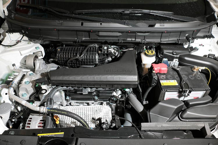 QR25DE直列四缸自然進氣引擎,科技面增加雙VTC連續可變汽門,兼顧各轉速區域表現。