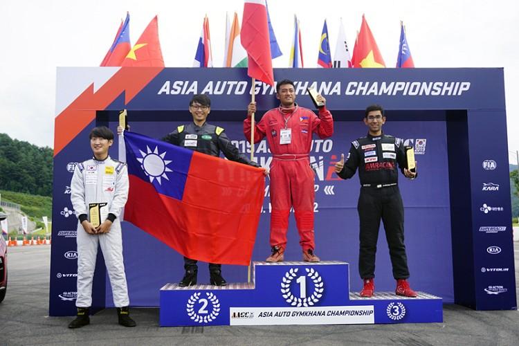 《林君達(左2)獲得個人錦標亞軍》