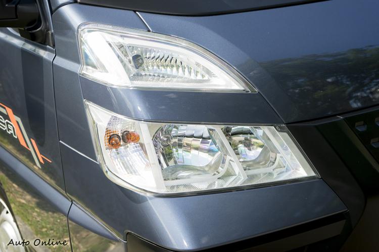 頭燈組改採分離式設計。