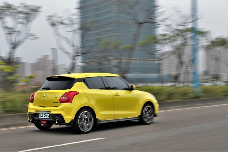 Swift Sport自排車型停售改由小改款手排車接替,成為台灣汽車市場中,少數存留於百萬內的手排小鋼砲產品。