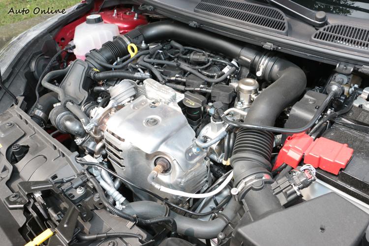 Fiesta最大馬力有125hp及17.34kgm最大扭力,引擎震動也被抑制的很好!