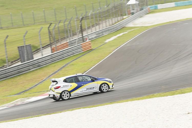 Renault Clio IV Cup車重比Formula 4重,再加上煞車沒有真空輔助,煞車踏板施力要比Formula 4大很多。