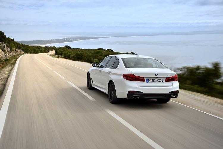 BMW達到轎車中的創舉,藉由流線車身與主動式進氣口、車側導流氣孔,創造出0.22Cd的超低風阻係數。
