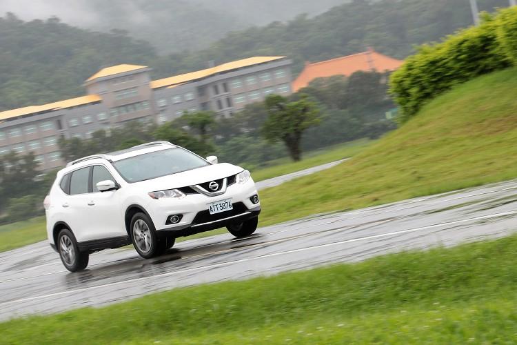 動力佳的2.5L亦享有12.8km/L油耗水準,讓駕駛SUV也能輕鬆自在地出外旅遊、探索駕馭樂趣。