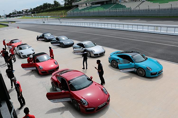 場地繞圈全部選用純種跑車來進行,媒體還是能夠感受各車款帶來的差異。