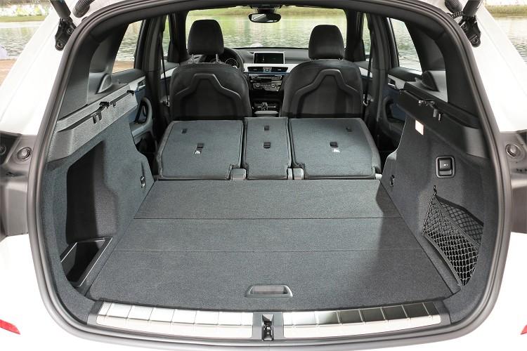 行李箱收納空間達505公升,後座椅背全部傾倒時容納面積可擴充至1550公升。