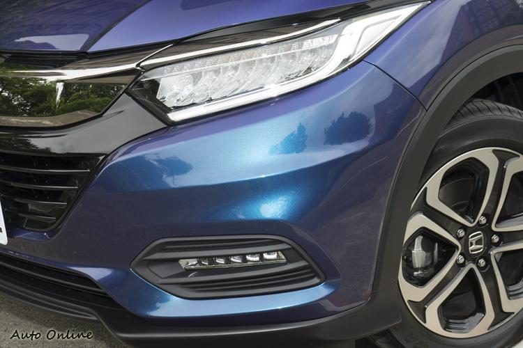 S車型在頭燈、霧燈等都全面LED化。