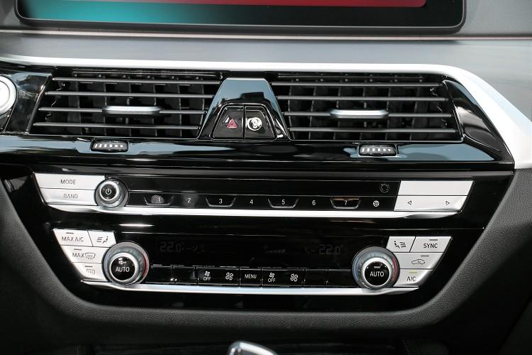 中控台六角型面板是非常經典的BMW設計元素。