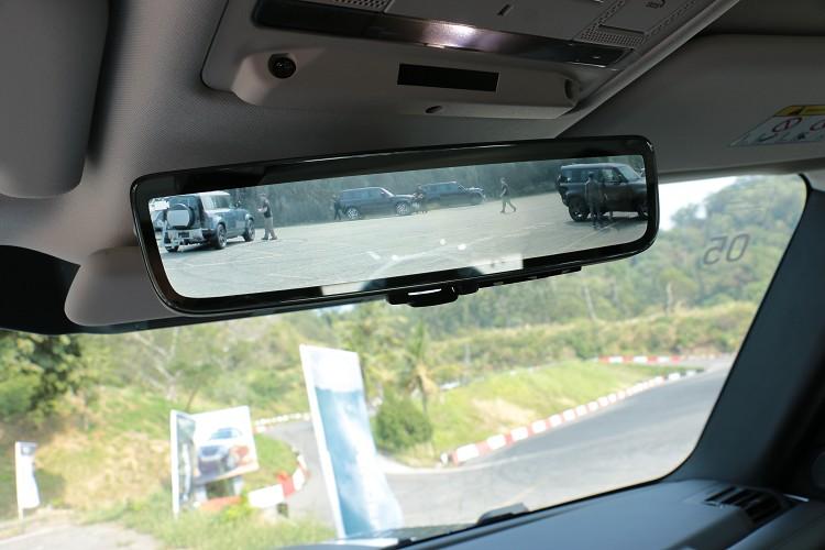標準配備ClearSight車內後照鏡,就算視線被後行李廂物品阻擋也不用怕。