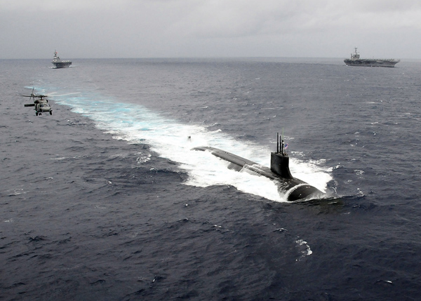美國海軍海狼級攻擊潛艇「康乃狄克號」大概是全世界火力最強大的Hybrid設備之一,不同的是它改用了核子反應爐來驅動艦上的發電裝置。
