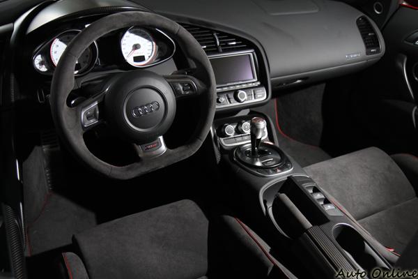 R8 GT Spyder還有幾台,電影鋼鐵人當初就是用用這台載著爸爸的模型回家的。