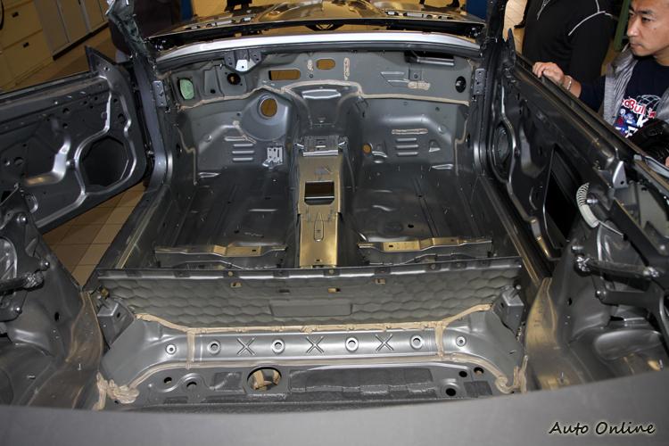 車體生鏽要根治的最快方法,全車拆光一次處理,保證藥到病除。