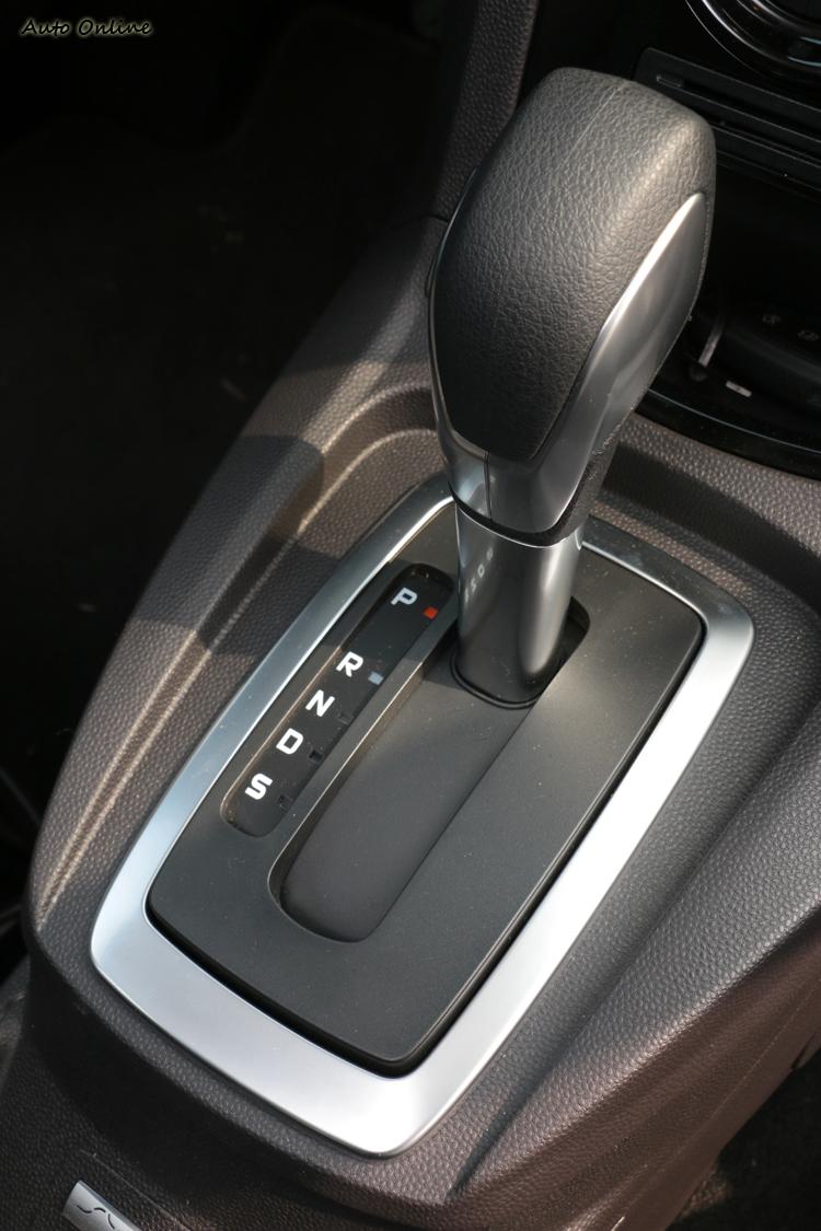 Fiesta PowerShift六速雙離合器自手排變速箱提供優異的加速表現。