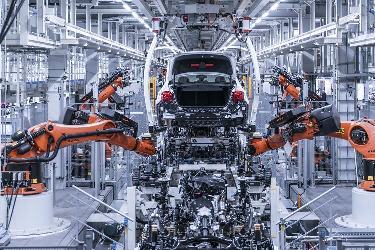 增加鋁合金的佔比,與前代相比有效降低100kg車身重量。