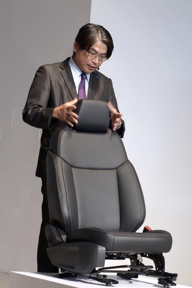座椅強調最佳舒適與支撐效果,用以襯托Escort訴求的家庭用車訴求。
