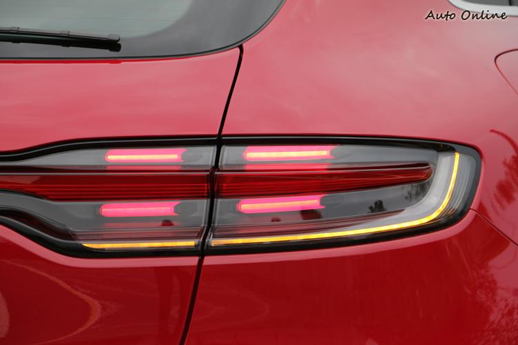 新設計的LED尾燈與頭燈呼應,也採用四點式煞車燈。